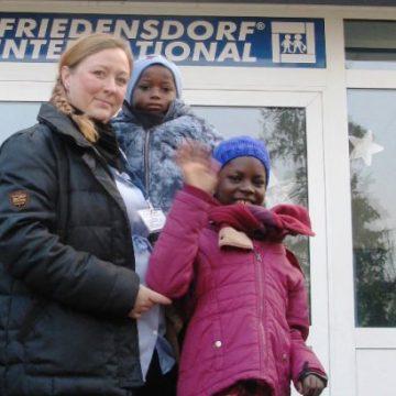 ガンビアへ子どもたちが帰国しました。
