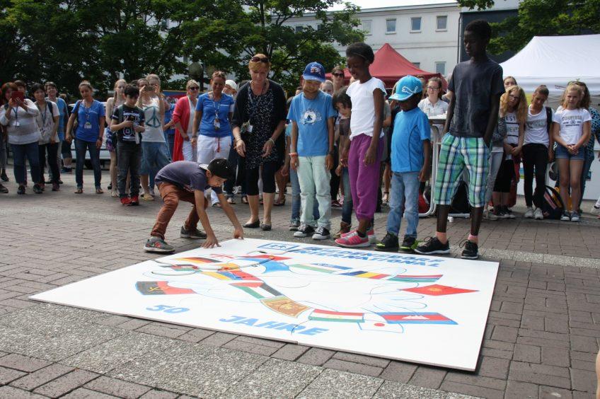 ドイツ国際平和村のマスコット「フリーダ」のパズルが完成!