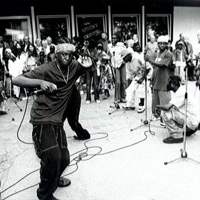 アンゴラの子どもたちのダンス発表 2002年