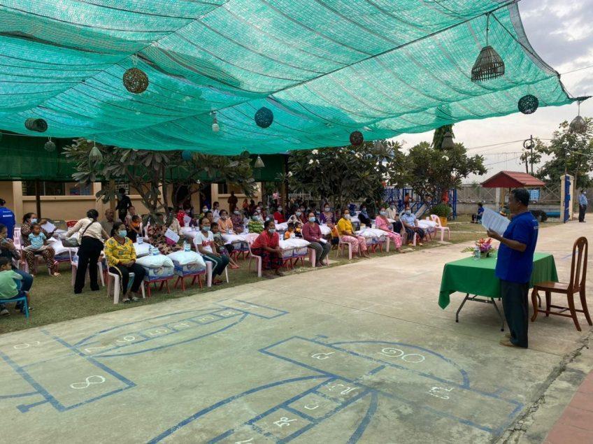 カンボジアへ、再び食料品の援助