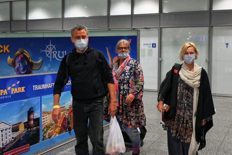アフガニスタン援助飛行の延期